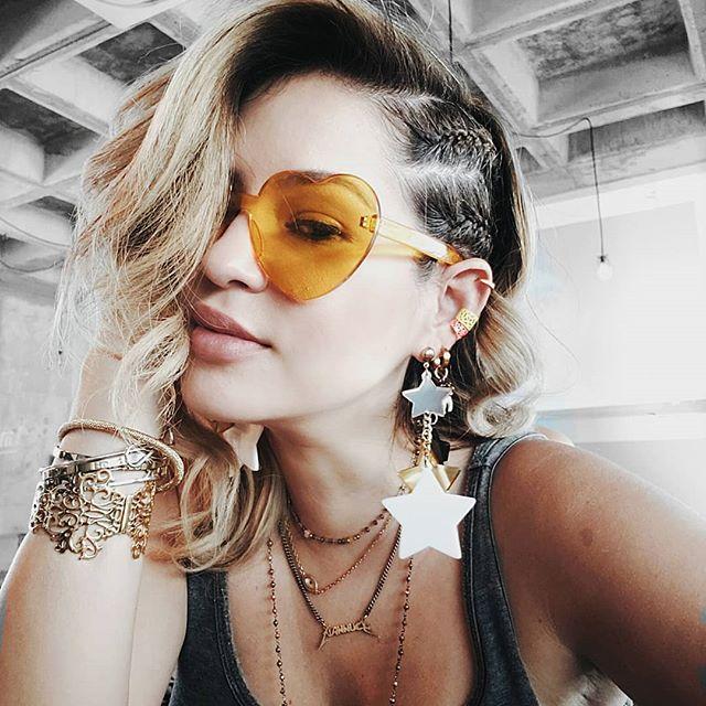 Ayer nos fue padrisimo con el Workshop!! Amo, amo, amo enseñar y volver hacerlo para ayudar a otros a emprender es el mejor sentimiento. Rodearme de el mejor equipo para trabajar y con las mejores vibras. Muchas cosas vienen y ya estoy lista para comenzar. . Mi ahora peinado favorito de @los_artistas Lo he repetido que me lo hagan dos veces.  Y si muchos accesorios, toca la foto para ver de donde son. . . . . #hair #hairstyles  #selfie #cdmx #mty  #spgg #happy #blonde