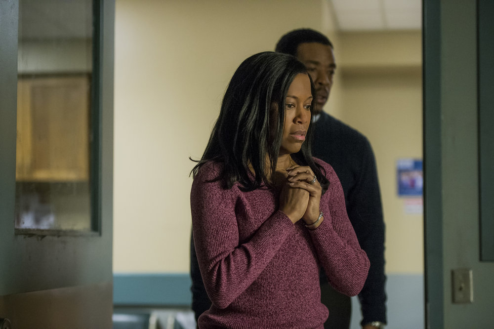 """Regina King and Russell Hornsby in Netflix's """"Seven Seconds."""" Photo by JoJo Whilden"""