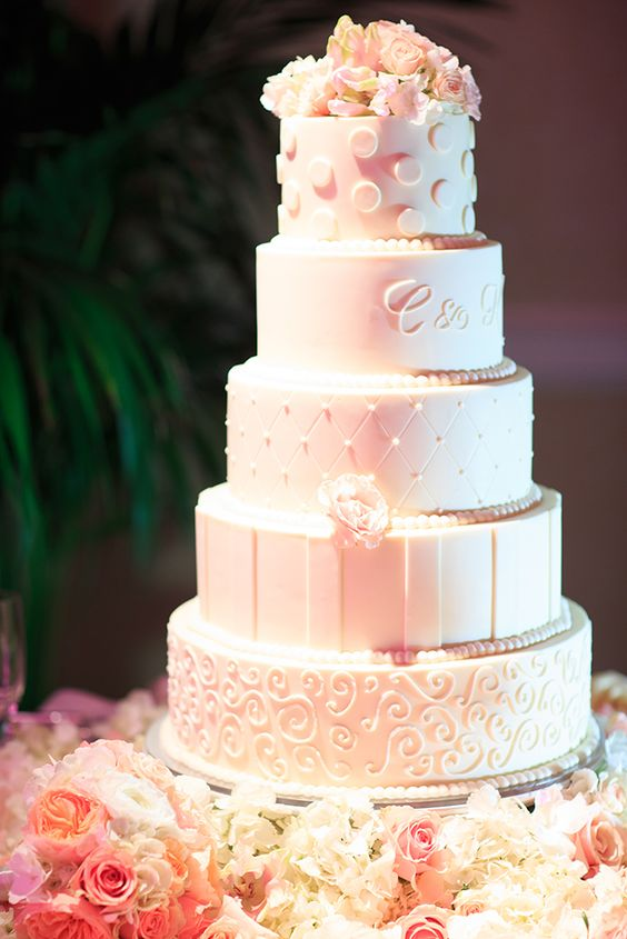 Wedding-Cake-Snow