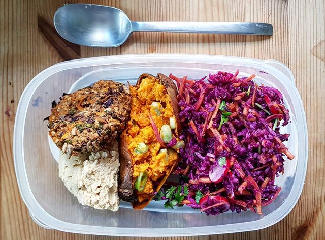 🥕 Packed lunches! 🥦  With my new job on day 2, I am still jumping out of bed in the morning and love that I have some time to make a proper lunch. . 🌈This delicious rainbow for today is a homemade veggie burger and hummus adapted from @ohsheglows cookbook, with a stuffed roast sweet potato and left over coleslaw that we made last night from this month's @bbcgoodfood magazine. . Accidently #vegan with all the #grains and #legumes, 8 different #vegetables and took me 3mins to put together this morning after a bit of prep last night.  Would you like me to put up some easy packed lunch ideas on @rheumforimprovement ?? . . #RheumForImprovement #Eating #Nutrition #Vegetarian #DairyFree #Healthy #Lunch #PackedLunch #Leftovers #FoodPrep