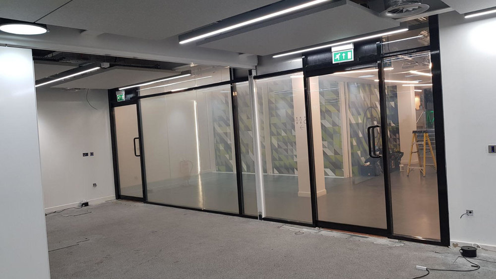 SWITCHABLE GLASS ON.jpg