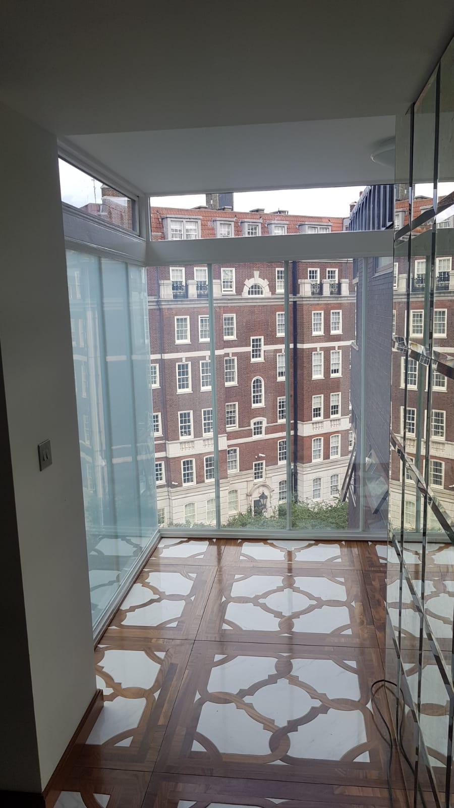 SWITCHABLE SMART GLASS2.JPG