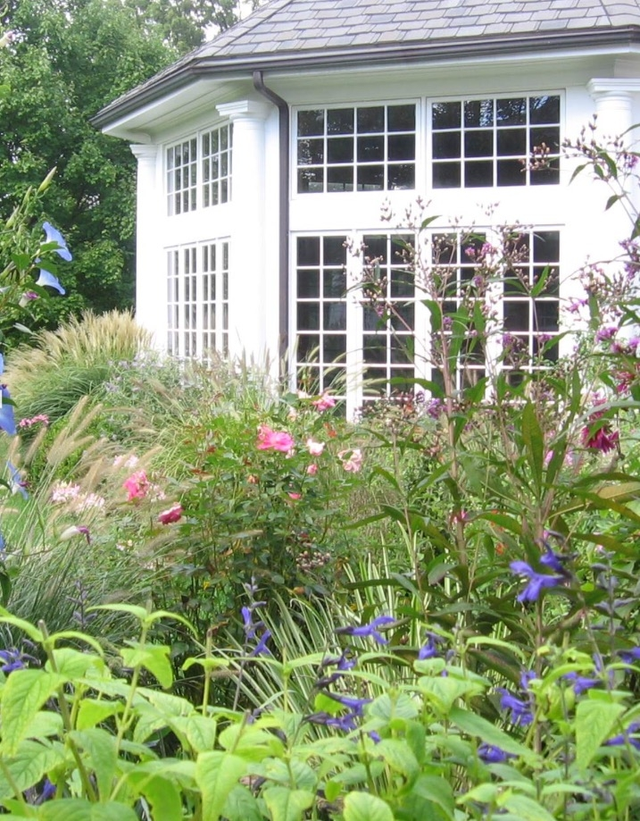 A STATELY NEW JERSEY COTTAGE GARDEN