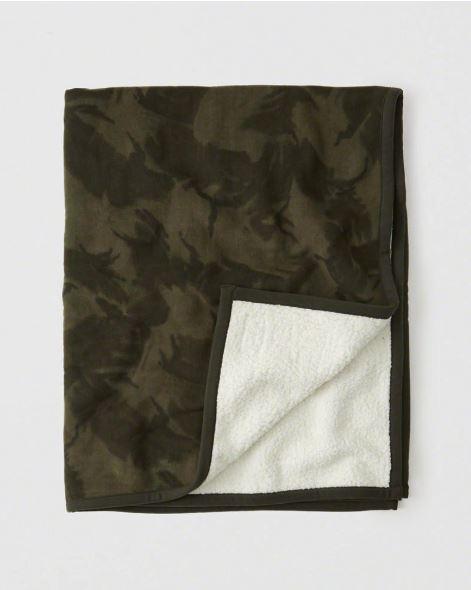 A&F Camo Sherpa Blanket