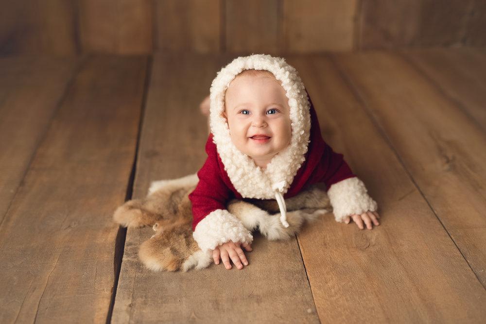 Te-ai gândit că doar tupoți crea cadoul perfect pentru tine și cei dragi? - Familia valorează mai mult decât orice cadou de Crăciun și știm cu toții cât de mult investim pentru cei dragi de Sărbători. Dar cum ar fi să oferim cadou o parte din noi? Ședința foto de Crăciun nu este doar un trend în ultimii ani, ci este modul perfect de a oferi un cadou de valoare familiei tale!