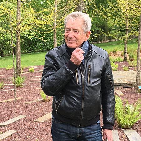 Gilles Clément dans le jardin de l'Evolution