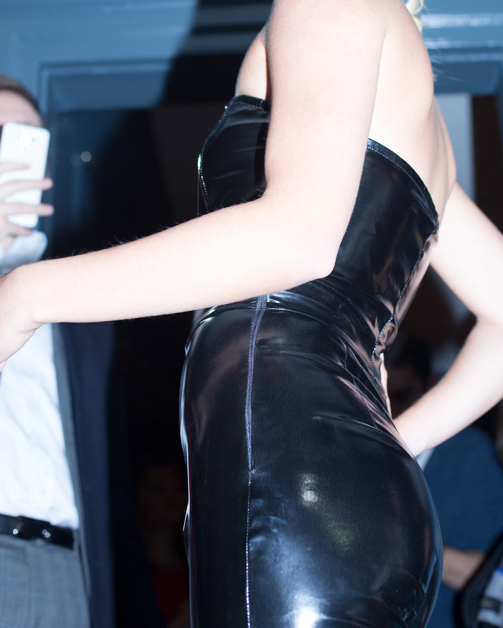 6sophie_gladstone_latex_catwalk_phone.jpg