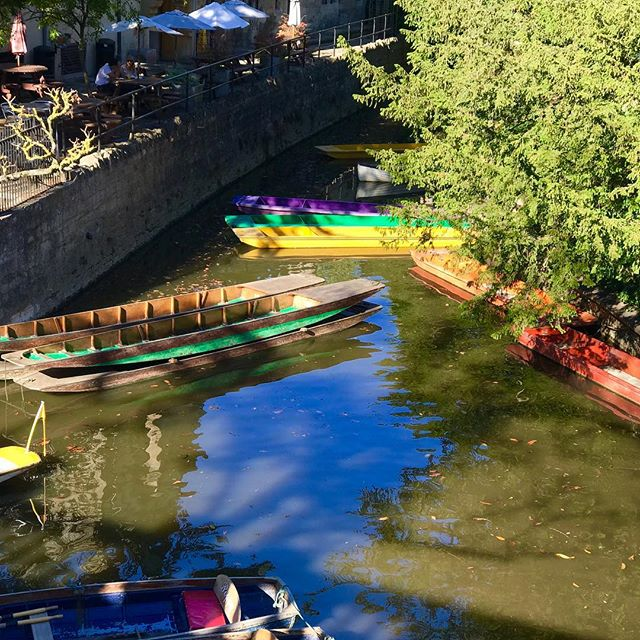 Punts on the river Thames #oxford #hillaryjameswedding