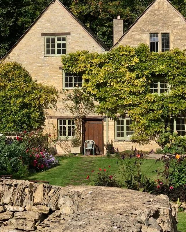 Picture Perfect Cotswolds with Around and About Bath tours.#aroundandaboutbath #bathuk #cotswolds #hiddencotswolds #duntisbournerouse