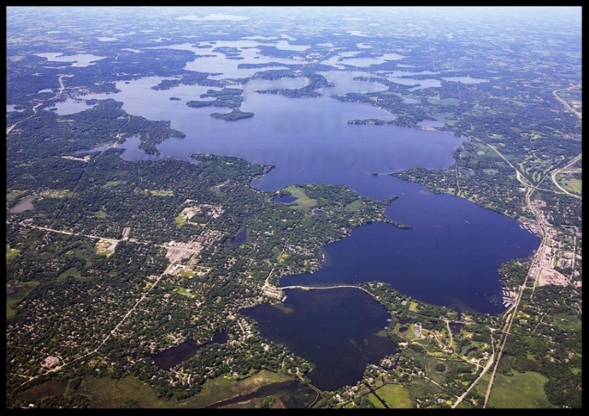 LAKE MINNETONKA - Fly over the 22 square mile lake with the best seat in the house! With over 38 islands and some of the most beautiful homes in Minnesota, there's plenty to see in this package!