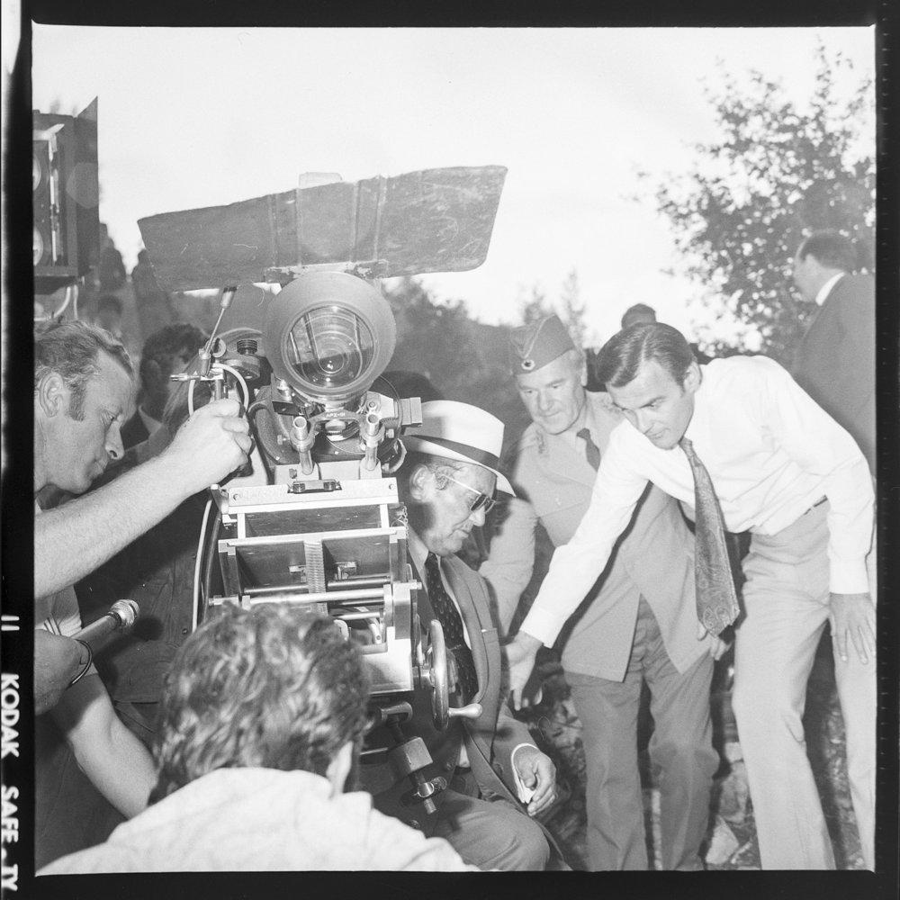 Tito bakom kameran vid inspelningen av filmen Sutjeska, 5 september 1971.Foto: Museet över Jugoslaviens historia.