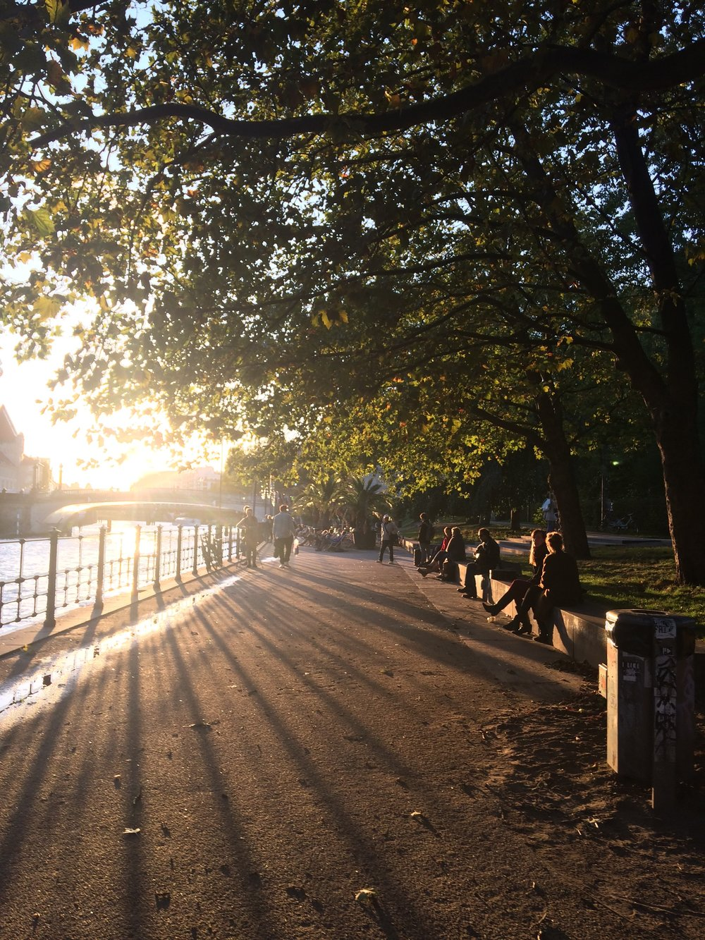 A walk along the Spree at sunset