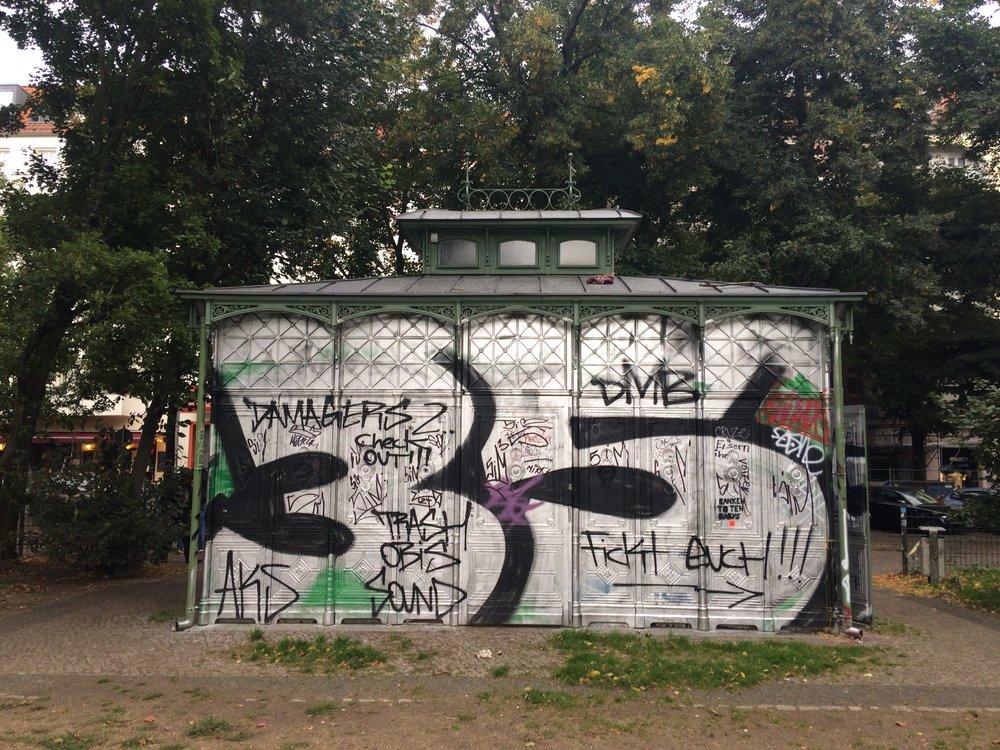 Graffiti'd pavilion in Boxhabener Platz