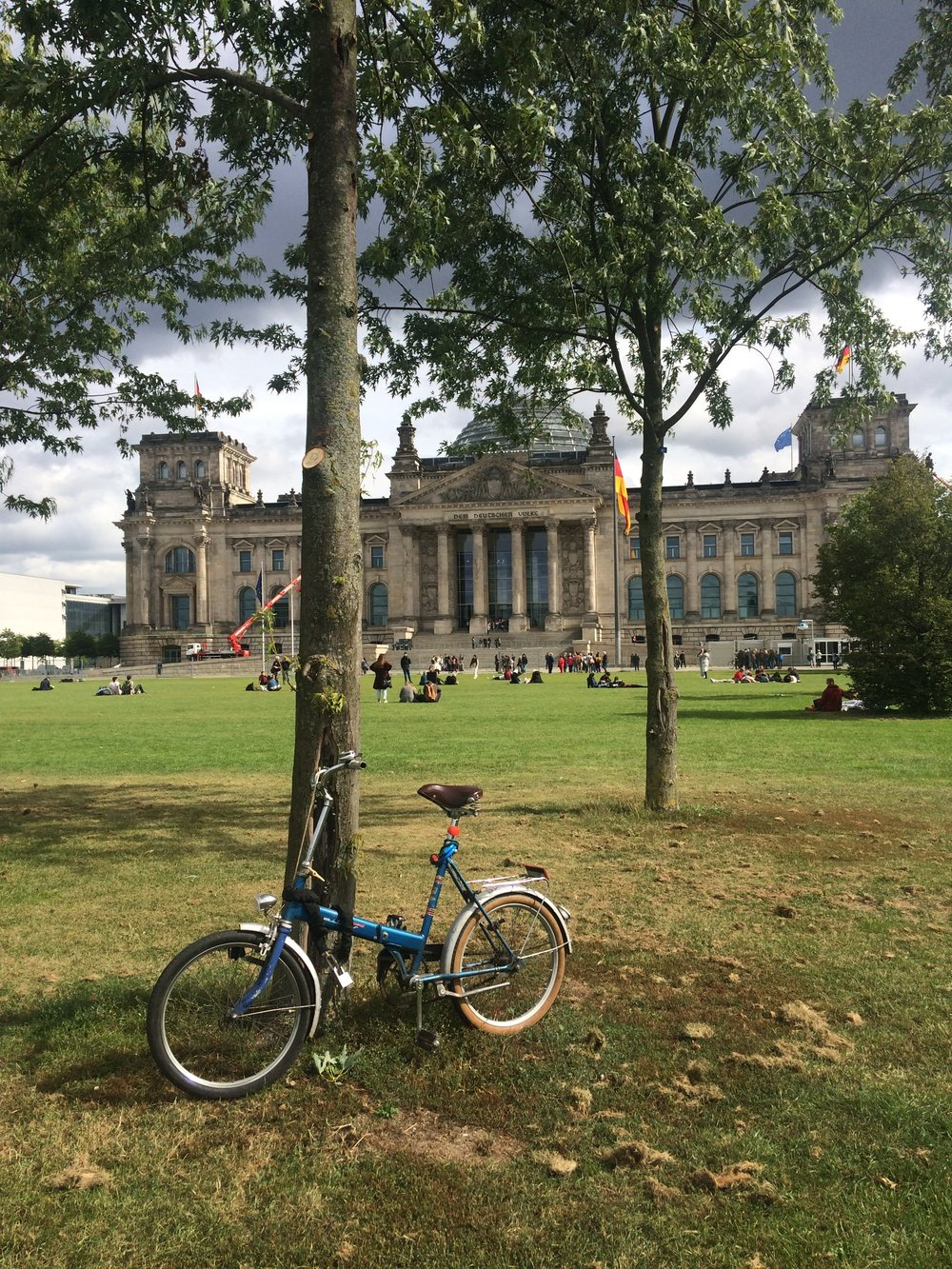Exploring Berlin by bicycle - parked in front of the Reichstagsgebäude