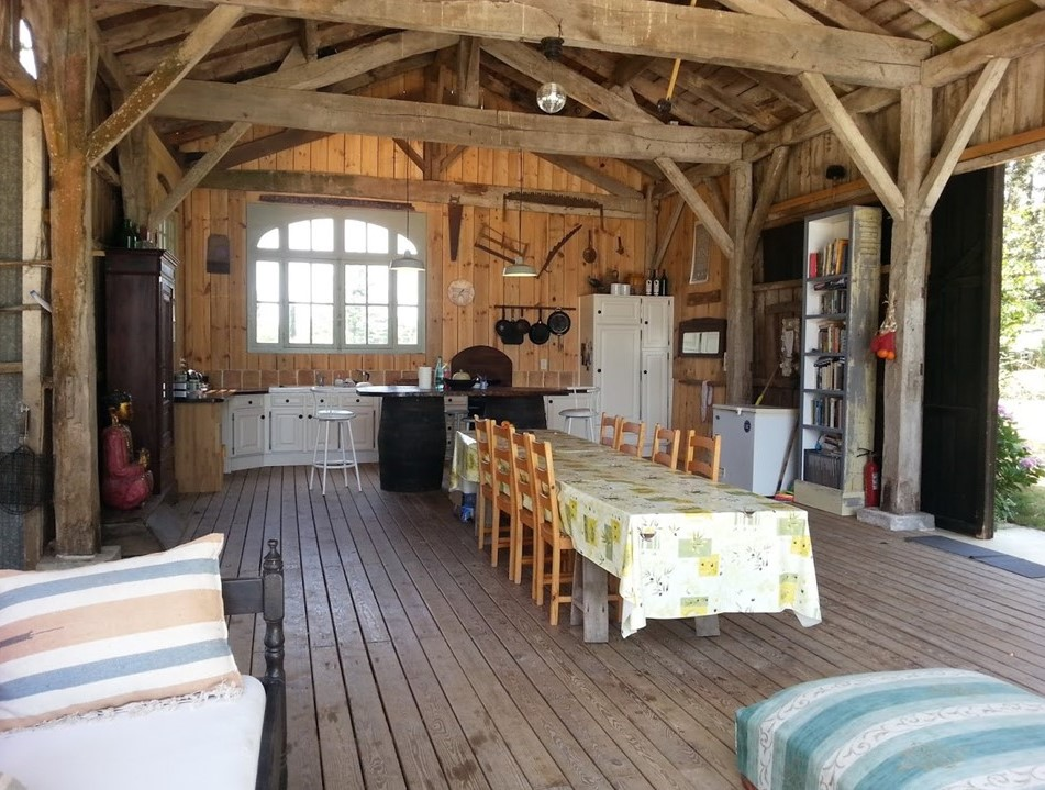 Alfresco dining at Sol Henge