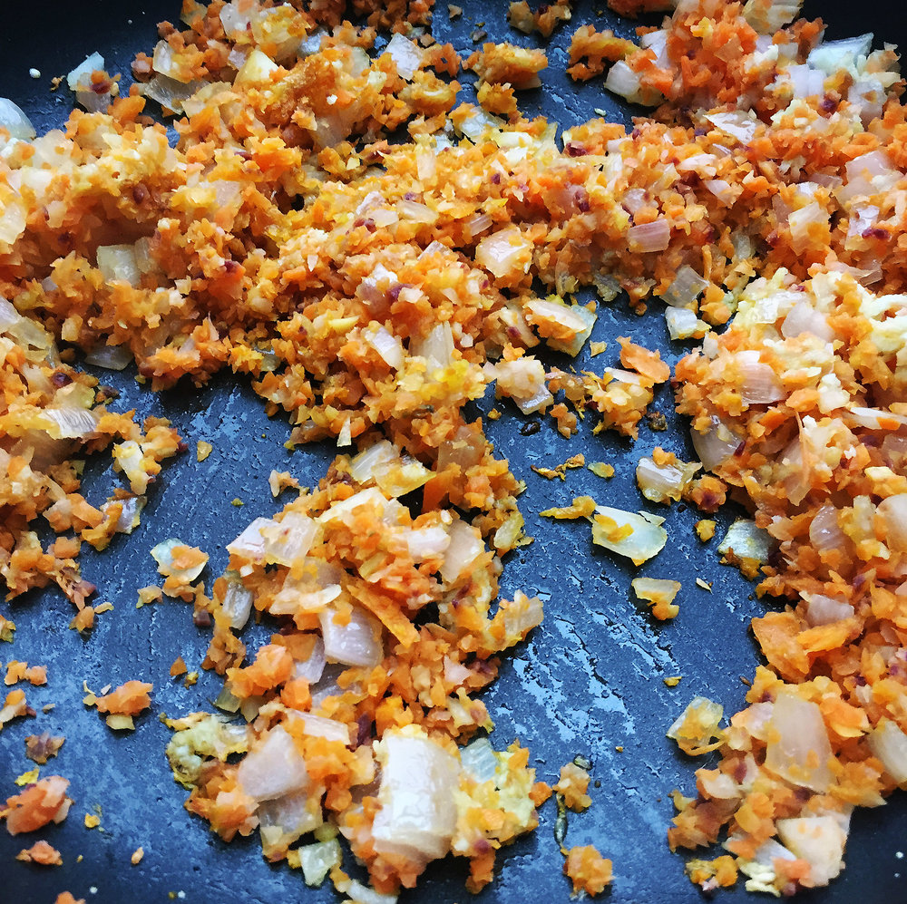 2. Add shallots and carrots to a medium pan and saute over medium heat with olive oil for 6-7 minutes until translucent.