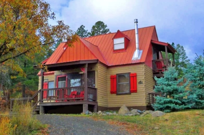 Acorn Cottage - Comfortably sleeps a maximum of 5 guests2 bedrooms, 2 bathrooms with 1 Queen bed, 1 Full bed, 1 XL Twin bed