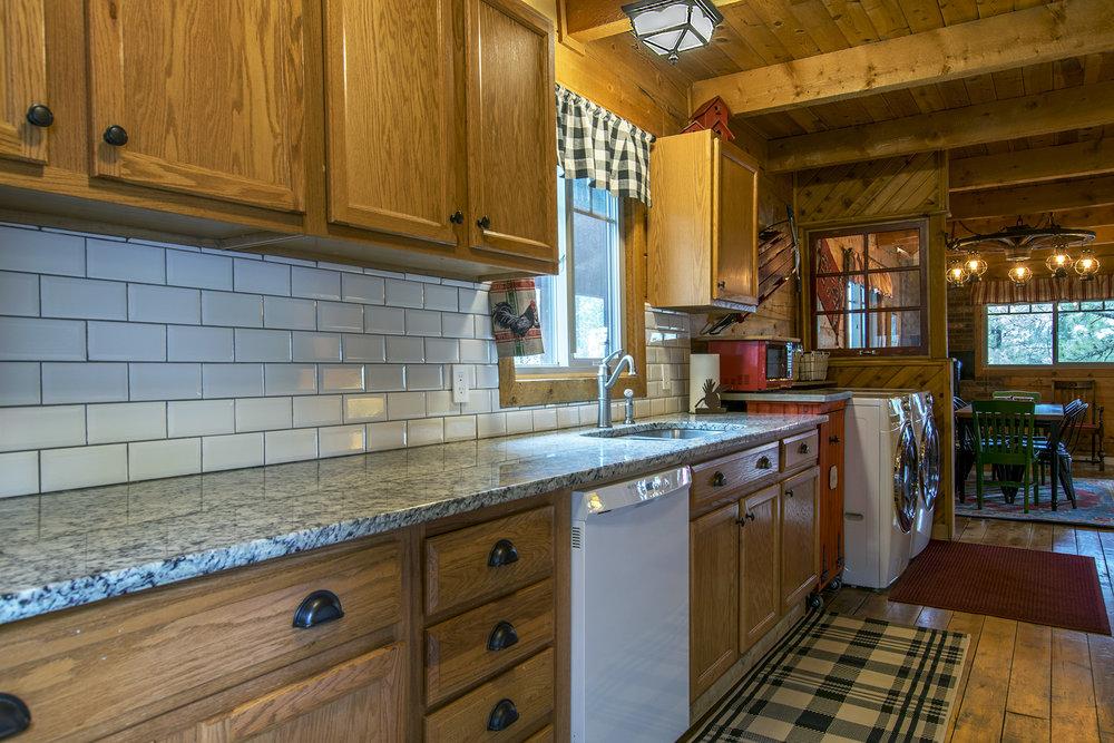 DSC_0360 kitchen.jpg