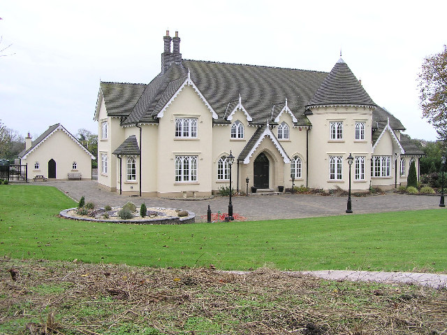Large_House_-_geograph.org.uk_-_95899.jpg