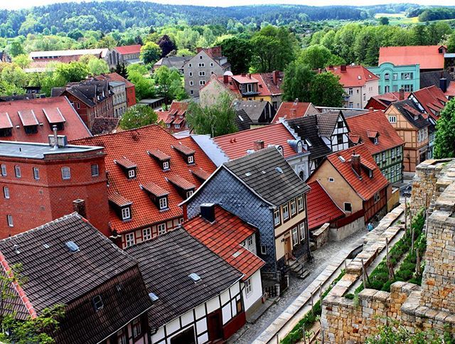 You'll find over 1,300 half-timbered houses in the UNESCO heritage site/city of Quedlinburg, Germany. . Fun fact: Quedlinburg was ruled by women for 800 years until 1802 when Napoleon invaded the town and disbanded the Abbey. . Fun fact # 2: Albeit hard to find, there are a few adorable little coffee shops in this small medieval city, and we'll tell you what they are tomorrow! #staytuned