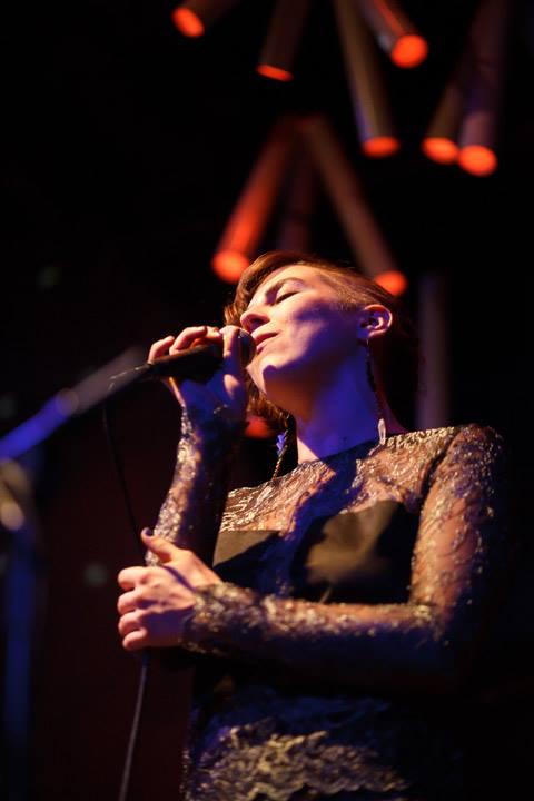 Alarke_MaryAlouette_Singing_Glasslands.jpg
