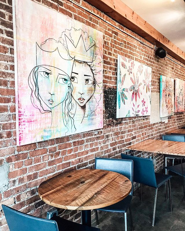 We had the pleasure of visiting the work of our dear friend and past client @kellysiegelart at @2alicescoffeelounge in Newburgh, you can find all of her pieces on her website! She's the qween of #femaleempowerment art 🙌