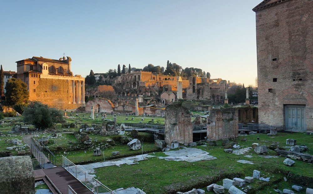 On the way back to our Airbnb, we oohed and ahhed at the way the sunlight reflected off the ruins of Foro Romano. Having had such a mediocre time with the tour through the Colosseum, we'd decided not to bother getting in line to see these puppies. Thank Jupiter for Wikipedia.