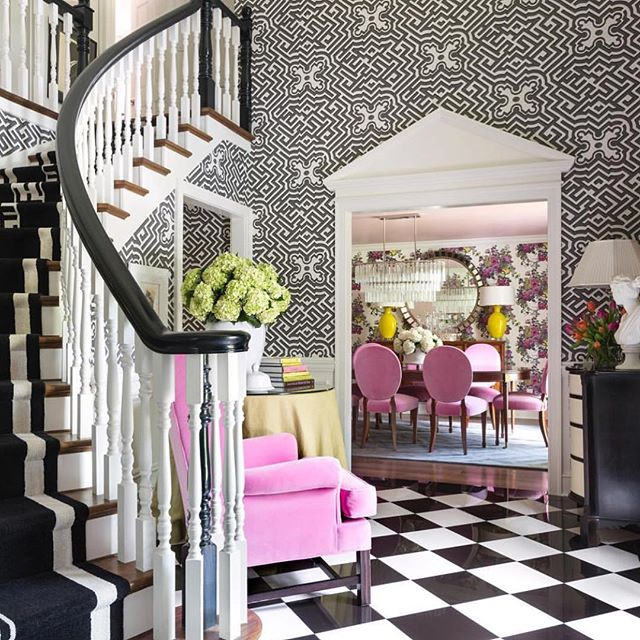 This foyer makes me want to immediately wallpaper my entire house! I love how the black and white pairs with all that colour to make it look so sophisticated 👌 From the amazing home of @tobifairley 📷 @nancy_nolan_photography . . #thepinkroomlikes #colorpop #colourfulhome #interiorinspo #livingdecor #colourinspo #colorfulhome #interiorsinspo #styling #interiors #interior123 #interior125 #colour #wallpaper #beautifulfurniture #foyer