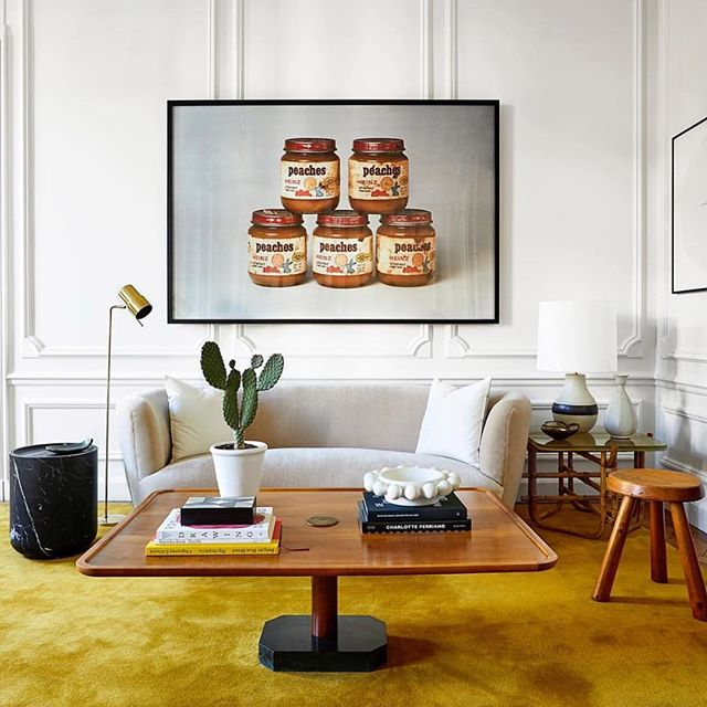 I'll be honest, every time I look at this amazing interior by @isabellopezquesada I think about jars of Nutella - even though they're peaches. I love that bold, plush mustard carpet bringing the colour punch and the quirky art bringing a big statement and a bit of humour to the sophisticated architecture. It's grown up, but not too grown up 😍 . . . #livingroomdecor #mustardyellow #luxuryinteriors #midcenturymodernfurniture #carpets #colourpop #loungeroom #luxuryinteriordesign