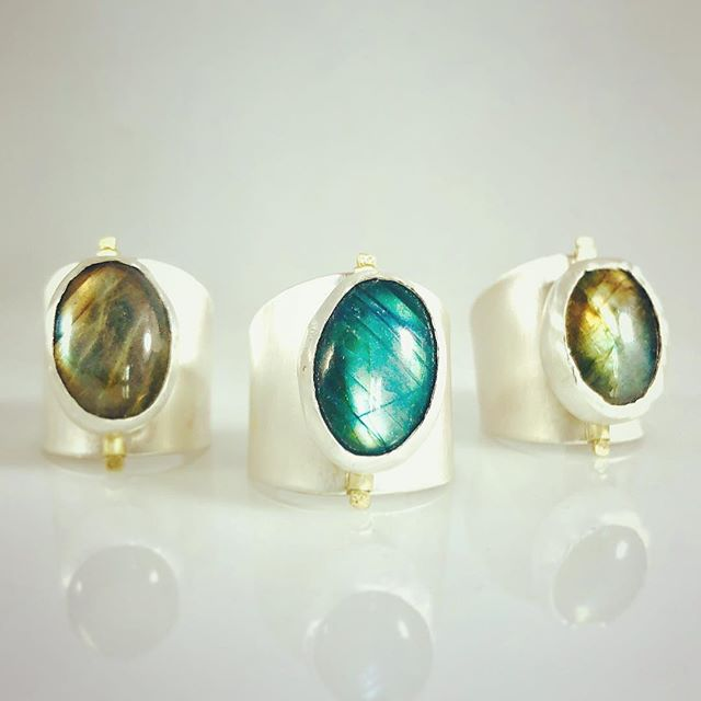 Labradorite Tap Rings! Fidget away my tapping the luminous labradorite back and forth! Don't you love how different each stone is, dark in some lights, bright in others just like us!  These three baby's are shipping out to @le.pop.up in Venice CA where @adarabelladesigns is participating in a pop up for 5 more weeks! Head over to get your tap ring or other soothing fidget jewelry!  Also available on Etsy or at www.adarabelladesigns.com!