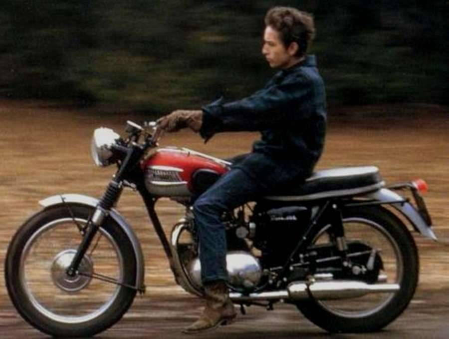 via  theselvedgeyard.files.wordpress.com    Surely the most awesome photo of the most awesome man on the most awesome bike?