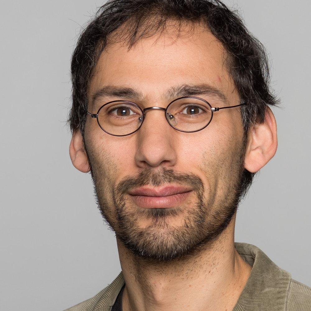 Dr. Kiron Patka   Wissenschaftlicher Mitarbeiter am Lehrstuhl von Prof. Dr. Tanja Thomas, Uni Tübingen.  Mehr…