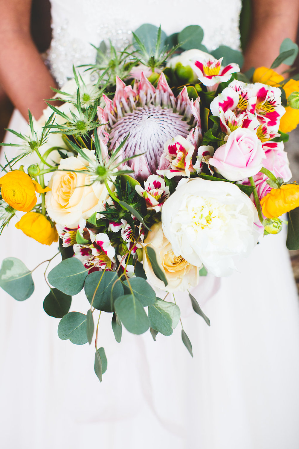 bride-bouquet-vivid-yellow-white.jpg