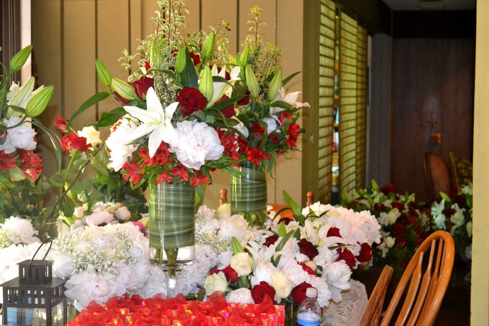 flower-arrangements-red-green-white-unique.JPG