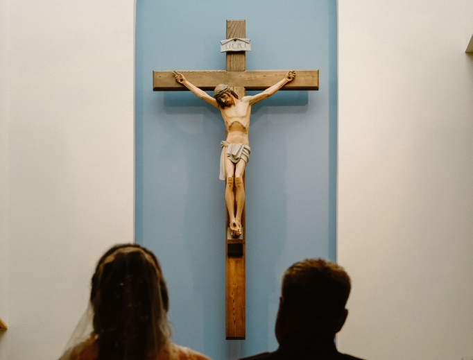 josh-applegate-328898_marriage_crucifix_unsplash.jpg