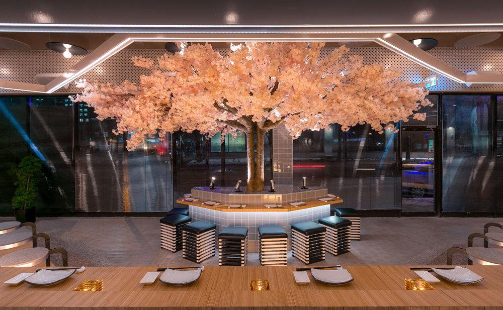 Tastet.ca - Le Blossom est un nouveau restaurant-bar qui a ouvert ses portes dans le village et qui propose un bon menu dans un superbe décor!