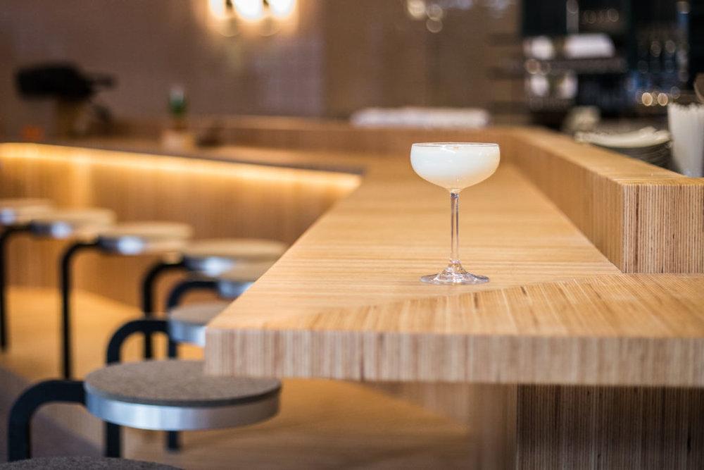 Joli Joli Design - Ouvrant officiellement le 8 décembre prochain,le Blossomest un joli bar à saké d'environ 30 places.