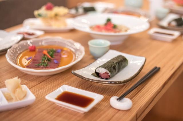Ton Petit Look - En vous asseyant autour du bar, vous pourrez faire l'expérience des « temakis », des rouleaux japonais traditionnels...