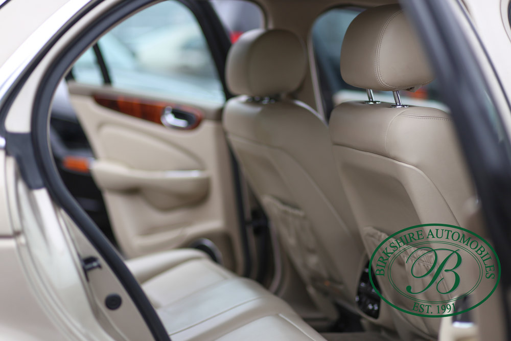 Birkshire Automobiles Jaguar XJ8-8.jpg