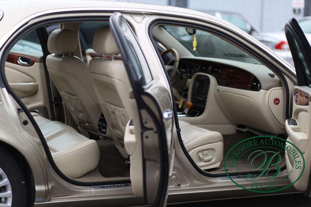 Birkshire Automobiles Jaguar XJ8-7.jpg