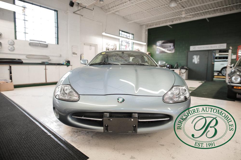 Birkshire 2002 Jaguar XK Convertible-2.jpg
