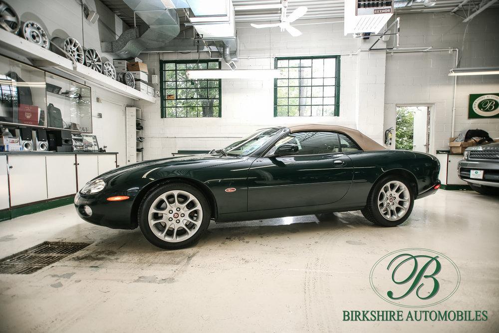 Birkshire Automobiles-2001 Jaguar XKR Convertible (15).jpg