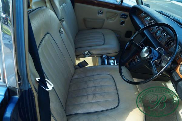 Birkshire Automobiles 1972 Rolls Royce Silver Shadow (14).jpg