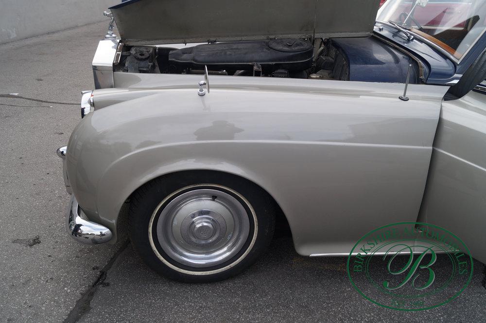 Birkshire Automobiles 1960 Rolls Royce Silver Cloud.jpg