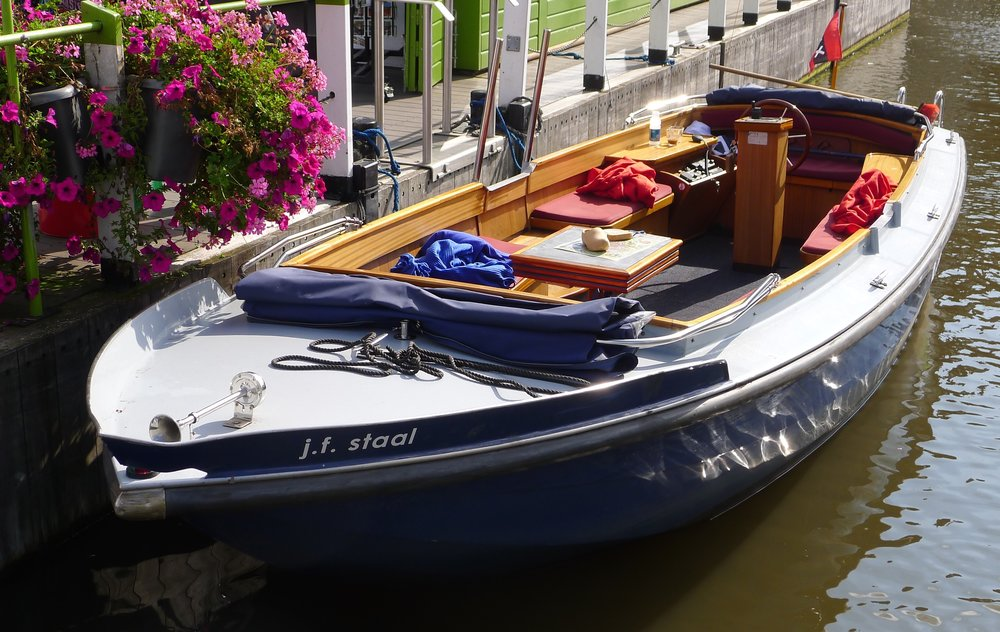 Electric Skiff in Amsterdam Canal (Photo by P. Wilcox)