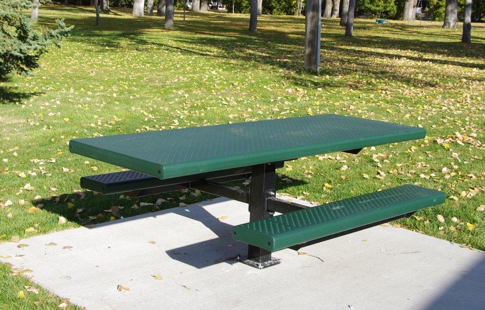 stately bench 3.JPG