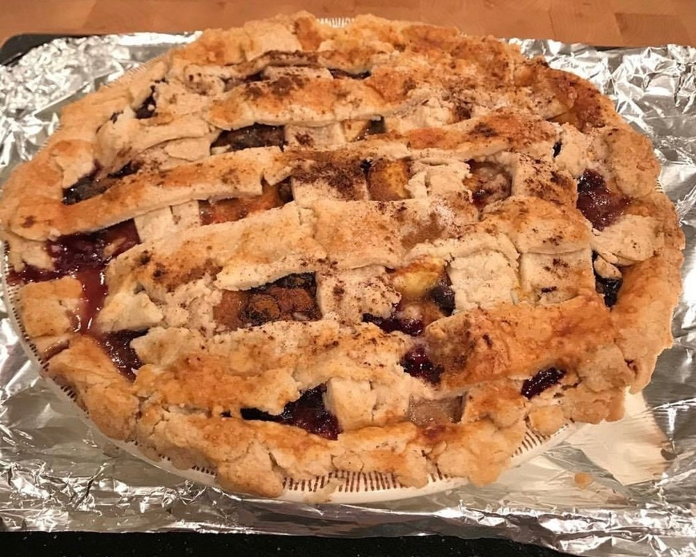Blueberry Peach Pie 2.jpg