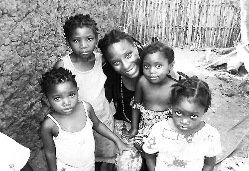Brittanie Richardson with girls in Kenya