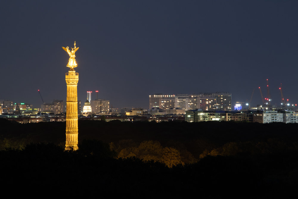 The Victory Column at night