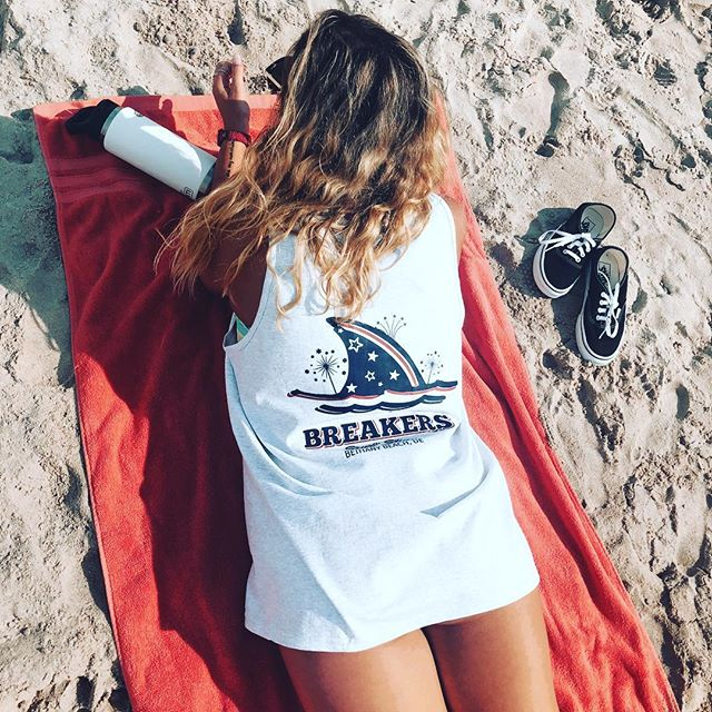 Stop in for your 4th of July Breakers tee while we still have them! Tanks, tees, and long sleeve tees available!🌊☀️